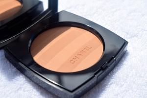 Chanel Les Beiges Healthy Glow Sheer Powder 2